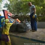 Puliamo il Buio 2014 - Carico dei rifiuti sul camion